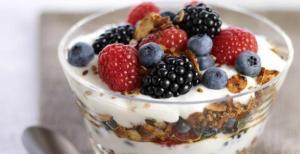 strawberry-black-berry-parfait-yogurt